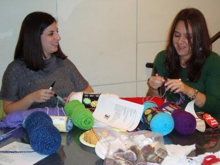 girls knitting